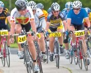 Teleurgesteld senior fietser